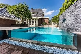 Material ideas for your swimming pool deck